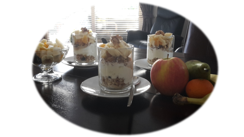yoghurt-muesli-fruit-cocktail